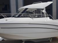 Vadonatúj motoros kabinos hajó trélerrel