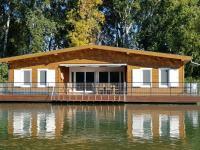 eladó úszóház