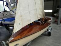 Mahagóni fedélzetű vitorlás + trailer