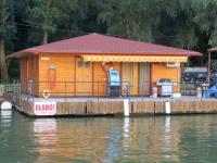Úszóház terasszal, Tiszaörvényen, Tisza-tó
